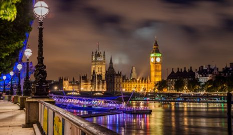An image of the Big Ben Clock near the water